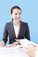 笑顔の女性ビジネスマン