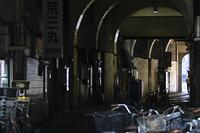 国道駅の高架下