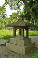 小石川後楽園・異形灯籠