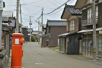 出雲崎町・郵便ポストのある街並み