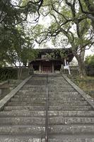聖福寺の天王殿と石段