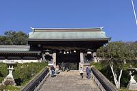 諏訪神社の長坂と大門