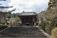 長谷寺の仁王門と石段