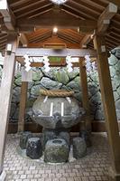 狭井(さい)神社の薬井戸