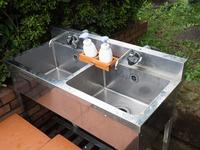 屋外に設置された手洗い所