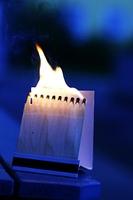 Brennende Streichholzer