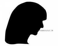 Frau mit Fieberthermometer im Mund