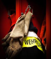Feuerwehr Jacke und Helme fur den Einsatz