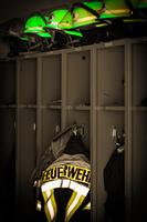 Feuerwehr Jacke und Helme fur den Einsatz fluorizierend