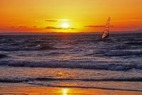 Surfer bei Sonnenuntergang, Camargue