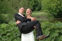 Braut tragt Brautigam