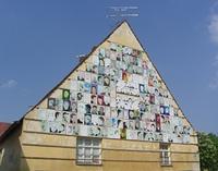 Fassade der Plakate