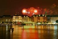 Hamburg Jungfernstieg mit Feuerwerk