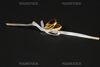 weddings rings bounced by a single white lace