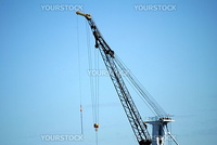heavy duty construction crane at a job site
