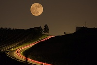 Mond uber Landstrasse