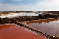Verdunstungsbecken zur Meersalzgewinnung