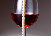 ワインとネックレス