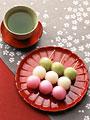 緑茶と三色だんご