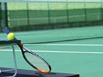ラケットとテニスボール