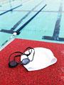 スイミングキャップと水中メガネ